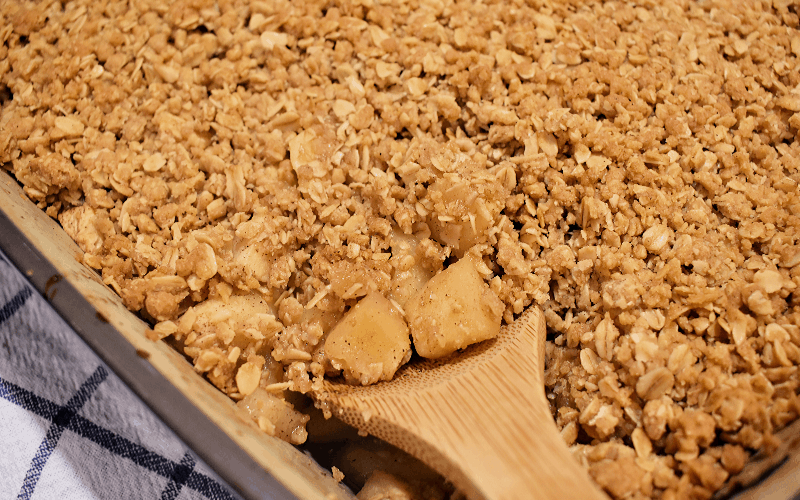Apple crisp recipe: image of finished apple crisp dish