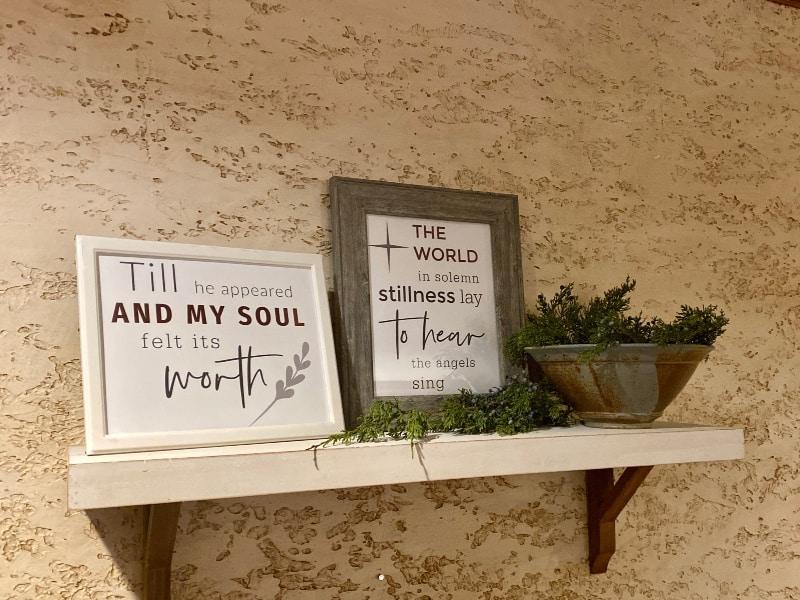 Farmhouse Christmas printables- shelf display idea