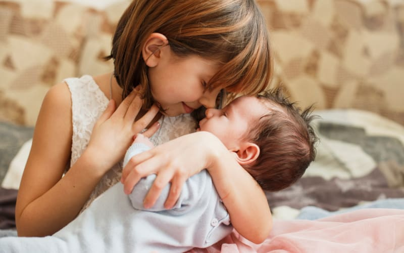 6 ways to start preparing child for new sibling