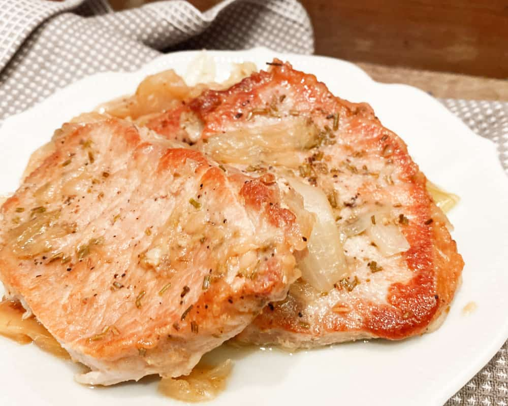 Sweet and Savory Pork Chops with Apples in the Instant Pot