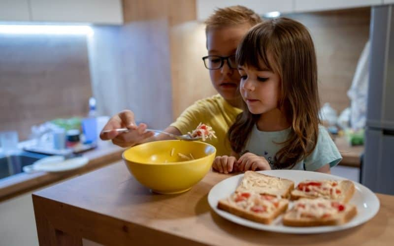 how to raise a responsible child -fixing snacks